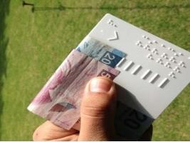presentan-tablilla-de-billetes-para-personas-con-discapacidad-visual-web