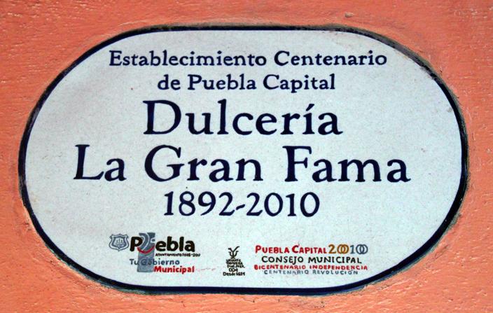 Placa de Establecimiento Centenario de La Gran Fama, una dulcería poblana