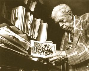El poeta estridentista Germán List Arzubide (1898-1998), quien en 1997 recibió el Premio Nacional de Lingüística y Literatura. Foto de Rogelio Cuéllar incluida en su libro El rostro de las letras. 1900-1949 (Biblioteca de México/INBA/CONACULTA, 1997).