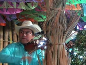 Edson Daniel Ontiveros Francisco. Violinista del trío Cantores del son.